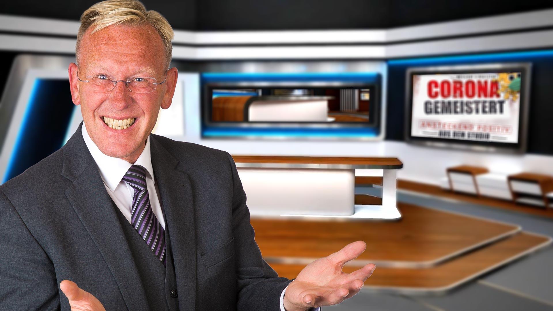 TV-Moderator Dirk Rabis im TV-Studio der expertentalkshow.
